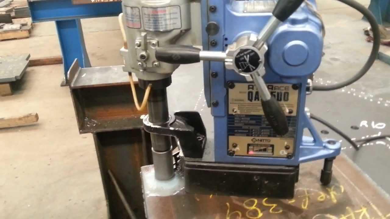 furadeira com base magnética